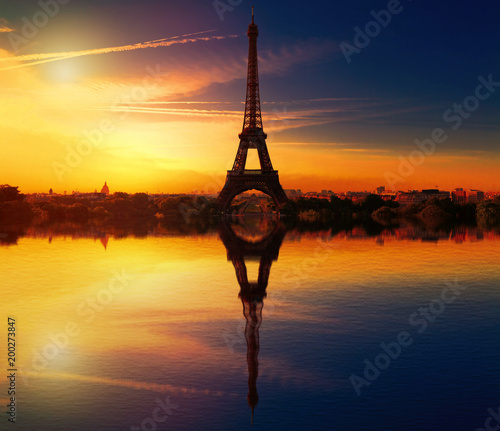 Foto op Plexiglas Parijs Eiffel Tower Reflection