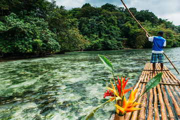 Bambus Fahrt in blue lagoon auf Jamaika  © ajlatan