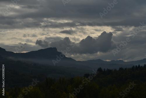 Foto op Plexiglas Zwart Luna paesaggi monti e landscape