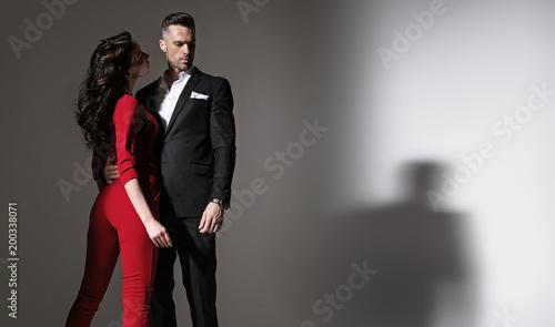 Foto Spatwand Konrad B. Portrait of an elegant couple - isolated