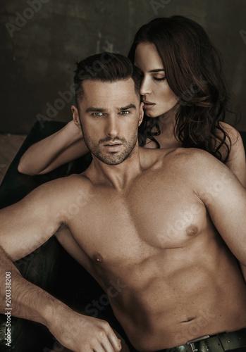 Foto Spatwand Konrad B. Sexy woman seducing her handsome, muscular husband