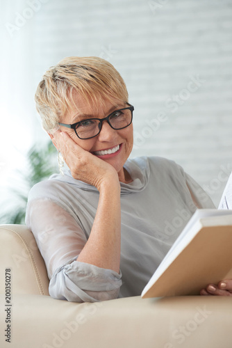 Elderly woman with a book - 200350278