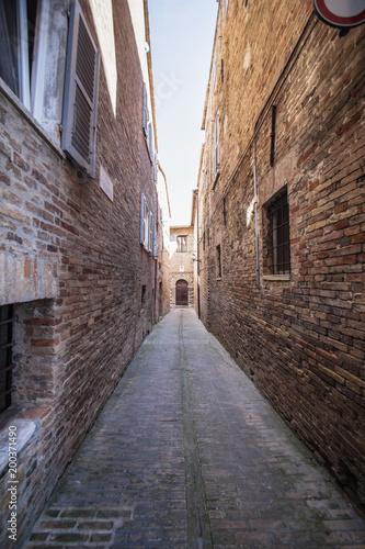 Foto op Plexiglas Smal steegje Marche vicolo stretto