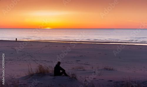 Poster Aubergine boy on the beach