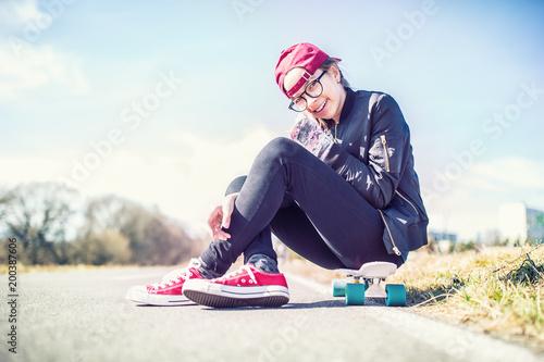 Portret młoda nastoletnia dziewczyna na cent desce