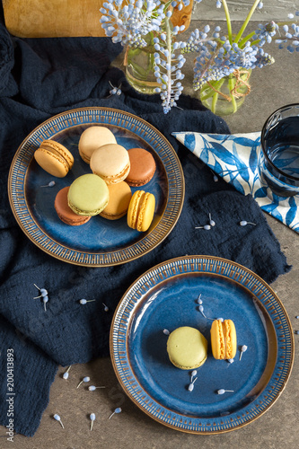 Wall mural Macaroons and coffee. Dark blue plate, gray background.