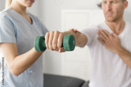 Foto Murales Patient at the physiotherapy doing physical exercises with his therapist