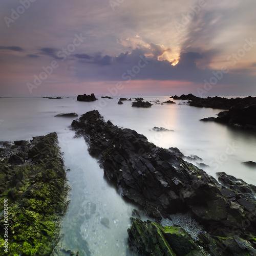 Fotobehang Zee zonsondergang rock seascape