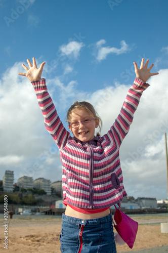 Jeune fille heureuse pour ses 10 ans