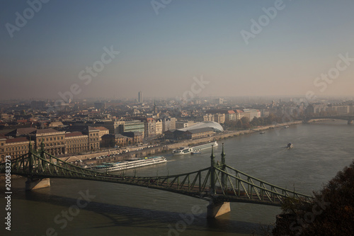 Fotobehang Boedapest View of the Budapest Autumn and the Danube from Gellért Hill