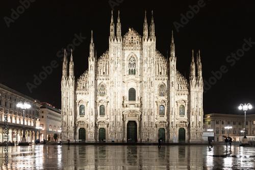 Fotobehang Milan Milan Cathedral by night in Piazza del Duomo, Italy