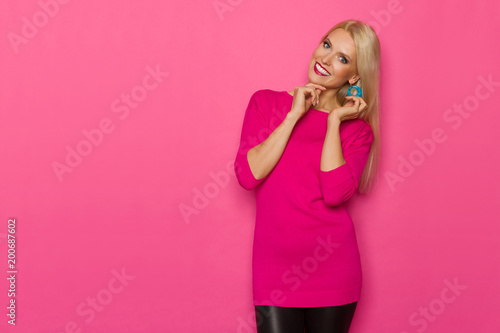 Beautiful  Woman In Pink Sweater Is Looking At Camera And Smiling - 200687602