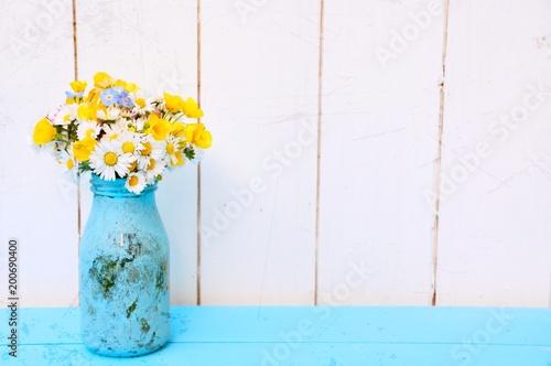 Foto Murales Frühling - Blumenstrauß Gänseblümchen - Frühlingsstrauß