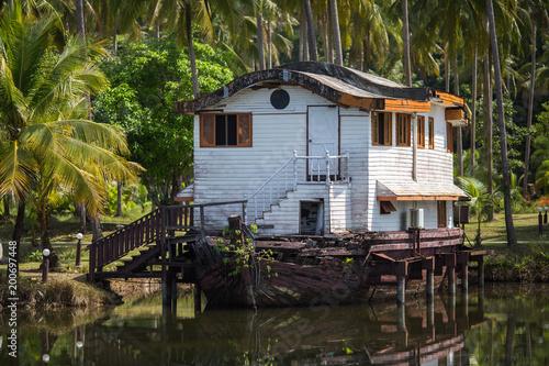 Foto op Plexiglas Schip Abandoned dock or ship house in the Asian jungle.