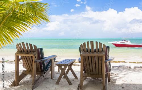 fauteuils de jardin sur plage de Grand Lanse, Praslin, Seychelles  - 200726685