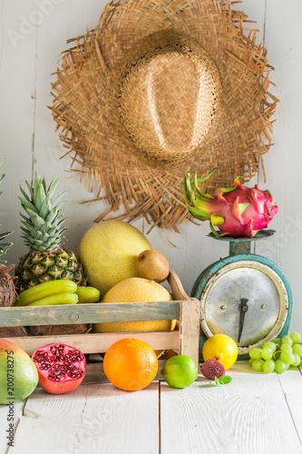 Mieszanka słodkich i świeżych owoców tropikalnych