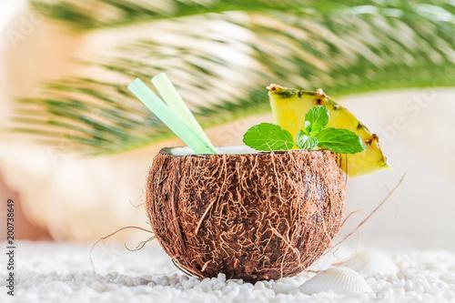 Foto Murales Fresh pinacolada in coconut on white pebbles