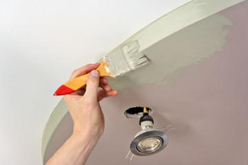 malowanie sufitu pędzlem