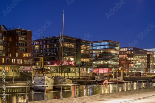 Hamburger Hafencity im Abendlicht