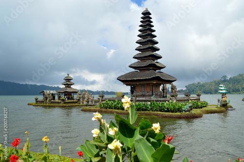 Keuken foto achterwand Bali Templo sobre el lago Bratan