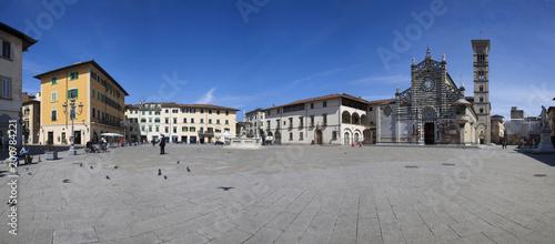 Włochy, Toskania, Prato. Piazza del Duomo. Duomo i Campanile.