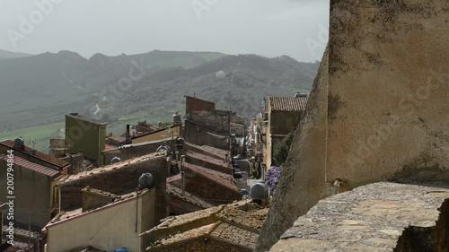 Vista di Sperlinga in Provincia di Enna con le sue vie e abitazioni antiche