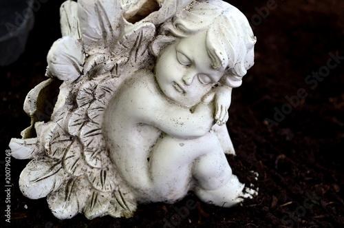 Steinengelchen auf einem Grab - 200796268