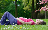 Beautiful pregnant woman relaxing in the spring park - 200805046