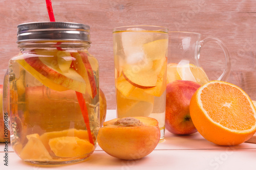 Fotobehang Sap Cool apple-peach summer drink and ripe fresh fruit on a light background