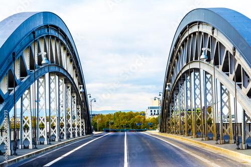 Fotobehang Bruggen Brücke zur anderen Seite