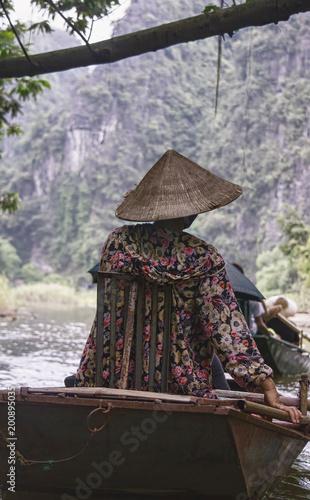 Foto op Aluminium Cappuccino Vietnamese woman rowing