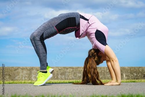 Obraz na płótnie Woman doing yoga outdoor