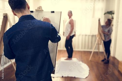 Foto Murales Artists drawing a female portrait