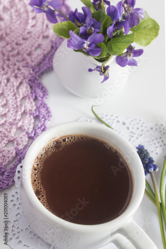 Foto op Aluminium Chocolade sweet delicate fragrant hot chocolate with a bouquet of violets