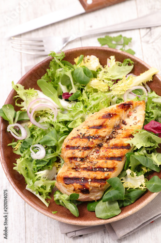 chicken breast and salad - 201014075