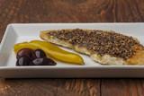 Arabisches Brot mit Olivenöl und Pfeffer - 201019893