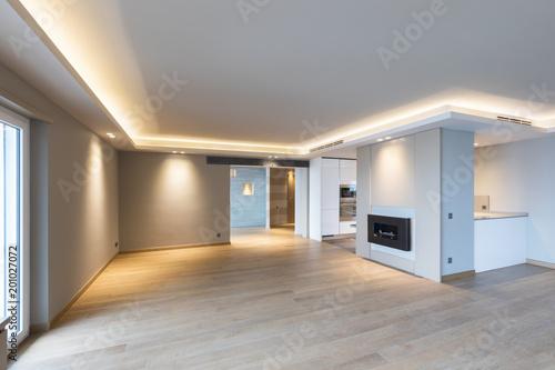 Duży salon w nowoczesnym mieszkaniu