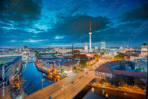 Fotobehang Berlijn Berlin skyline with Spree river at night, Germany