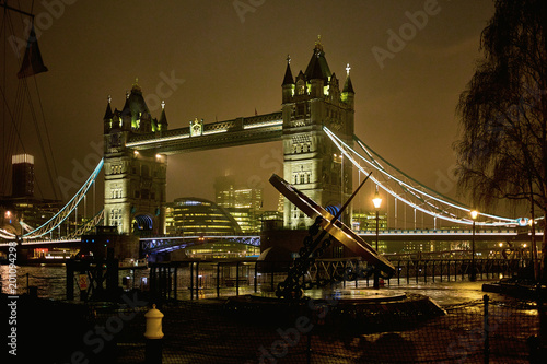 Night view of Tower Bridge - 201094298