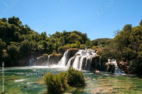 Foto Murales O Parque Nacional de Krka situa-se na Croácia e é muito conhecido pelas suas sete cascatas