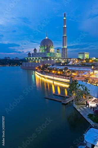 Plexiglas Kuala Lumpur Night view of Putrajaya Mosque in Federal territory on Malaysia