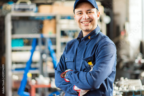 Smiling mechanic portrait - 201124699