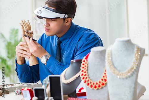 Jeweler working with luxury jewelry in the workshop © Elnur