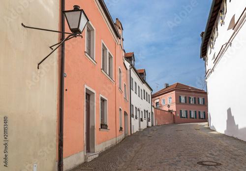 Mittelalterliche Gasse in Neuburg an der Donau  - 201153480
