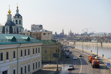 Sunny Moscow day, Kremlin image, wide street, river without floes, everything is good