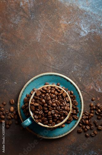 naturalne-organicznie-piec-kawowe-fasole-w-blekitnej-filizance-dalej