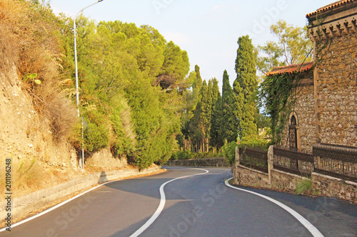In de dag Honing Beautiful Winding and Picturesque Green Road in the City of Taormina. The island of Sicily, Italy