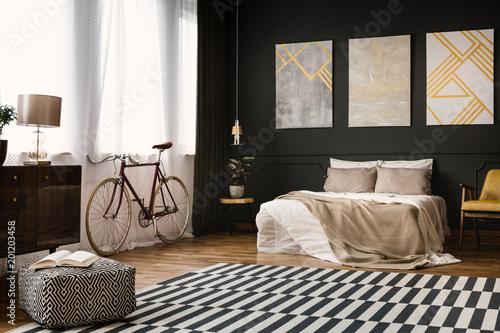 Vintage pokój z łóżkiem
