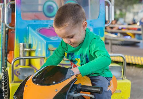 Fotobehang Amusementspark little boy in amusement park