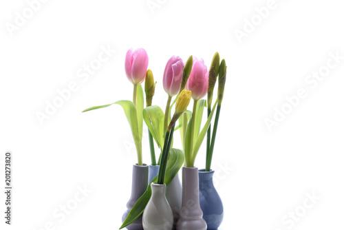 Tulipany i żonkile w wazonie